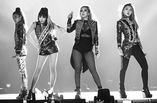 2NE1-performance-dec-2015-billboard-650.jpg